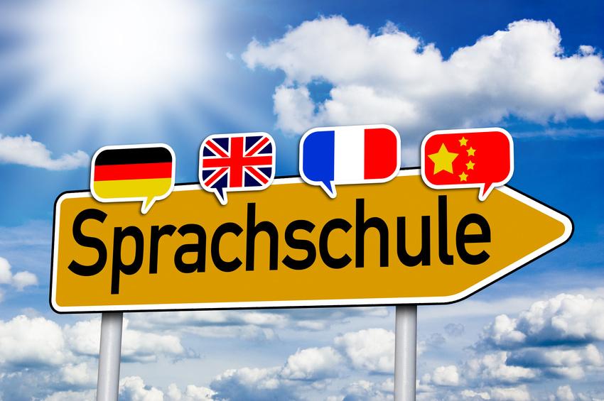 Wegweiser mit Sprachschule